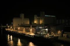 Индустриальная зона в Барселоне на ноче Стоковая Фотография