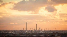 Индустриальная зона на заходе солнца Стоковые Фотографии RF