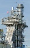 Индустриальная зона, стальные трубопроводы и кабели в фабрике Стоковое Изображение RF