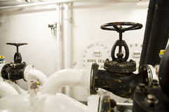 Индустриальная зона, стальные трубопроводы и клапаны Стоковые Изображения RF