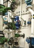 Индустриальная зона, стальные трубопроводы и клапаны Стоковые Фотографии RF
