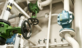 Индустриальная зона, стальные трубопроводы и клапаны Стоковое Фото
