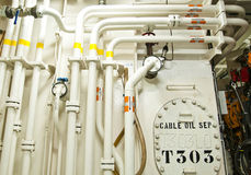 Индустриальная зона, стальные трубопроводы и клапаны Стоковая Фотография