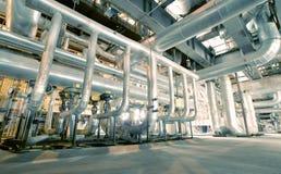 Индустриальная зона, стальные трубопроводы, клапаны и кабели Стоковое Фото
