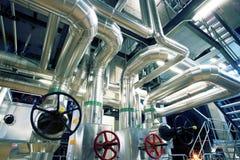 Индустриальная зона, стальные трубопроводы, клапаны и насосы Стоковые Изображения