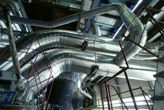 Индустриальная зона, стальные трубопроводы, клапаны и насосы Стоковое фото RF