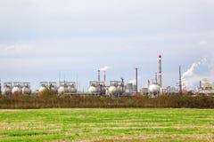 Индустриальная зона с фабриками и трубами Стоковые Изображения RF