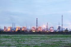 Индустриальная зона с фабриками и трубы с дымом Стоковое Изображение RF