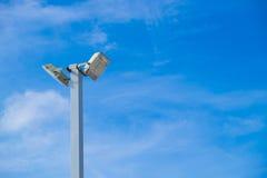 Индустрия электричества столба лампы с предпосылкой голубого неба Spotlig Стоковое Фото