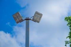 Индустрия электричества столба лампы с предпосылкой и деревом голубого неба Стоковые Фотографии RF