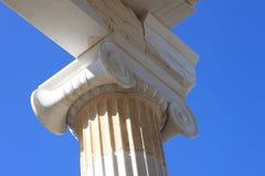 Ионная столица столбца, акрополь в Афинах Греции Стоковое Фото