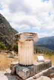 Ионный столбец на Delfi, Греции Стоковое Изображение