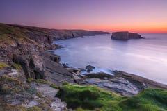 Ирландское западное побережье в вечере Стоковая Фотография RF