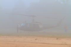 Ирокез UH-1 в тумане раннего утра Стоковое Фото