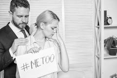 Искать поддержка Жалоба штурма дискриминации Женская статистика штурма Hashtag плаката владением девушки я тоже пока стоковое фото rf