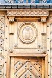 Исконное оформление металла двери Fretwork Брайна деревянное стоковое изображение rf