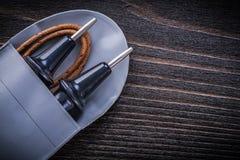 Исконный электрический тестер на деревянной предпосылке стоковая фотография rf
