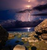 Искра молнии над горной цепью Karadag стоковое фото rf