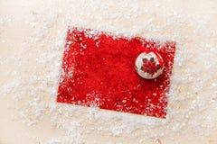 Искра xmas предпосылки рождества освещает текст космоса Нового Года зимнего отдыха карточки красной предпосылки холста веселый Стоковые Изображения