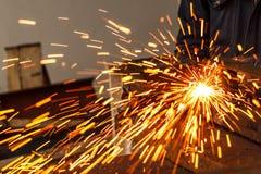 Искрит пока режущ сталь Стоковое Изображение RF