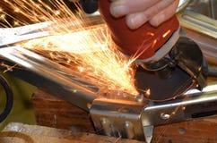 Искры летают от точильщика металла Стоковое фото RF