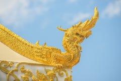 Искусства буддизма - короля статуи Naga в виске Таиланда Стоковые Изображения RF
