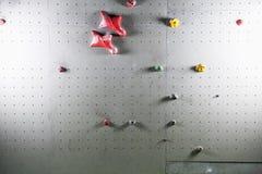 искусственная взбираясь стена с разнообразие владениями стоковое изображение