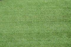 Искусственная предпосылка поля заплаты травы футбола Стоковая Фотография RF