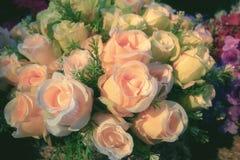 Искусственное красивое украшение букета цветка роз Стоковые Фото