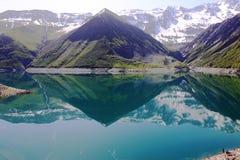 Искусственное озеро de Больш-Maison, Рона-Alpes во Франции стоковое фото rf