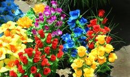 Искусственные красочные пуки цветка к продаже стоковые изображения