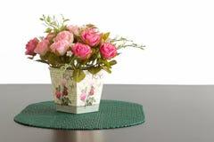 Искусственные розовые цветки Стоковые Фотографии RF
