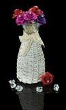 Искусственные розы в вазе изолированной на черной предпосылке Стоковые Фото