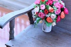 Искусственные розы в красивой вазе Стоковое фото RF