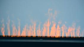 Искусственный накалять electrofireplace освещает конец-вверх контржурным светом сток-видео