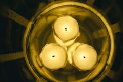 3 искусственных свечи в вазе стоковые фотографии rf