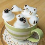 Искусство кофейной чашки и latte Стоковые Фотографии RF