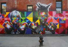Искусство настенной росписи бразильским художником Eduardo Kobra настенной росписи завербовывает сказание Энди Уорхол искусства ш стоковые изображения rf