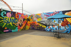 Искусство настенной росписи на новых стенах искусства кролика привлекательности искусства улицы на разделе острова кролика в Брук Стоковые Изображения RF