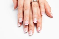 Искусство ногтя с белизной пинка цветов Стоковое Изображение RF
