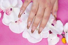 Искусство ногтя с цветами Стоковая Фотография