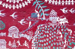 Искусство покрашенное на стене виска Warli внутри ` s SGNP Мумбая стоковое фото rf