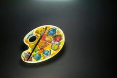 Искусство поставляет палитру и щетку для красить Стоковое Изображение RF