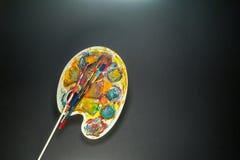 Искусство поставляет палитру и щетку для красить Стоковая Фотография