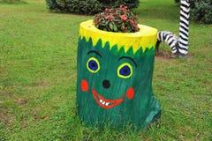 искусство потехи детей творческое на пне Стоковое Изображение