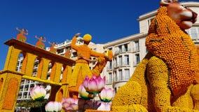 Искусство сделанное из лимонов и апельсинов в известном лимоне Фестивале Fete du Цитроне в Menton, Франции сток-видео