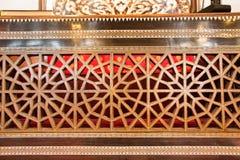 Искусство тахты в геометрических картинах на древесине Стоковые Изображения RF