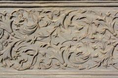 Искусство тахты мраморное высекая в цветочных узорах Стоковое фото RF