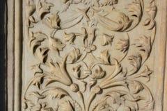 Искусство тахты мраморное высекая в цветочных узорах Стоковое Изображение