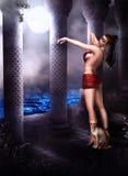 Востоковедный танцор в лунном свете Стоковая Фотография